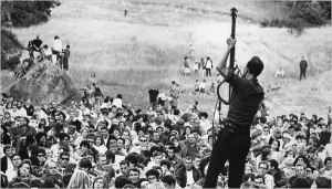 Pete Seeger back to the camera