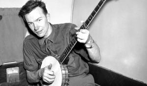 Pete Seeger young with banjo