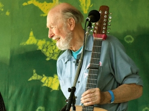 Pete_Seeger old with guitar